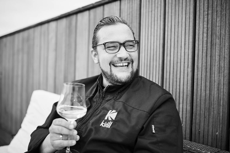 Koch Kirill Kinfelts lacht fröhlich